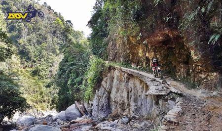 dangerous-motorbike-ride-vietnam