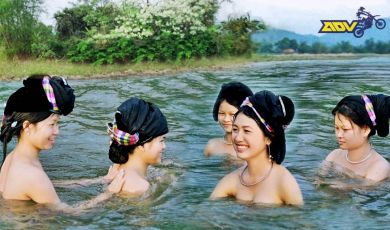 Naked-Bathing-White-Thai-Women