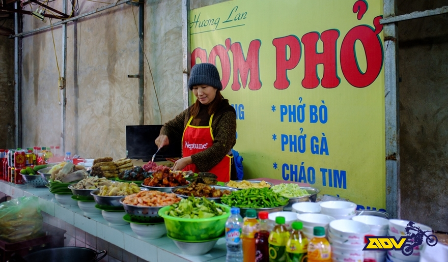 Vietnam-street-vendor-food